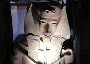 法老阿蒙霍特普四世巨像