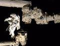 组图:空间站宇航员太空行走时遭遇停电事故