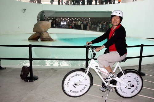 丹麦馆喜迎第500万名游客 赠送馆内自行车