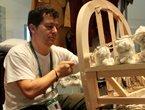 高清:意大利馆展示王室工匠手工制沙发全程