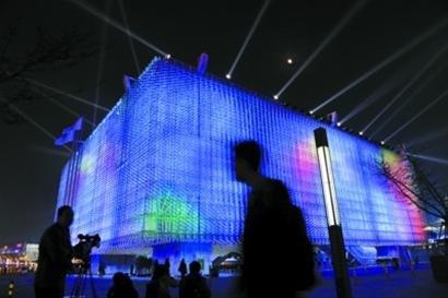 上海企业联合馆两万根LED灯管演绎三维灯光秀