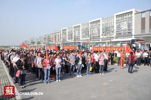 苏州首富村组织万人游世博会 总投资400多万