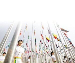 """世博上海将成""""花城"""" 外滩瀑布灯光每天开放"""