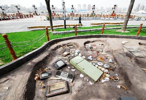 图文:上海世博公园雕塑《掘出来的梦》亮相