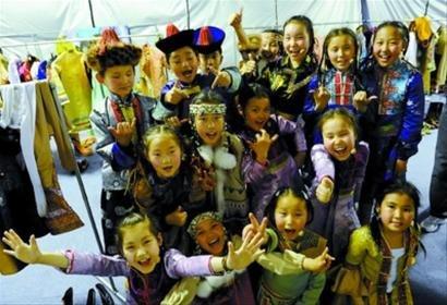 六一演出全攻略 挪威儿童军乐团献艺船坞广场