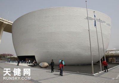 """芬兰馆:18吨可回收""""鱼鳞""""打造出冰壶外墙"""