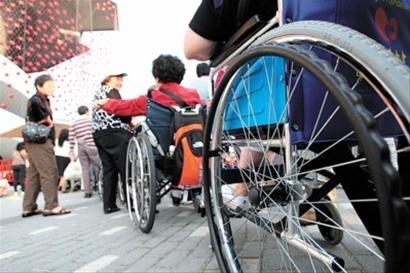 """""""假残障坐轮椅""""引热议 丹麦馆打假有对策"""
