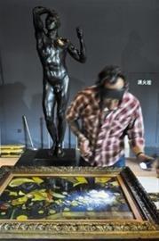 """法国馆7件国宝""""毫发无损"""" 可隔玻璃观名画"""