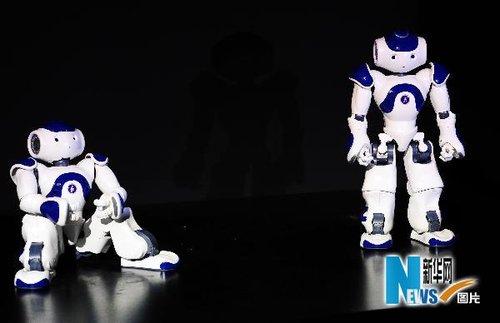 世博展示创新盛宴 日本馆机器人会拉小提琴