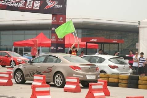 零距先锋三强造访上海赛车场F1赛道(图)