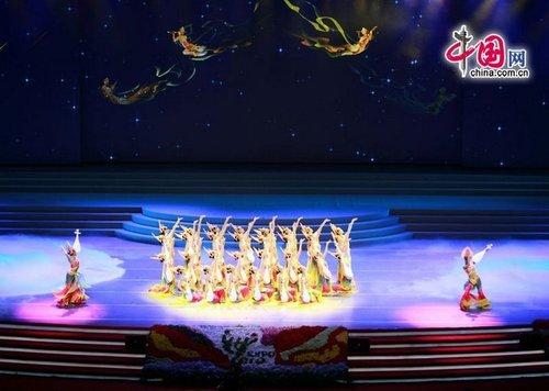 中国馆日晚会再现千手观音 飞天舞与嫦娥呼应