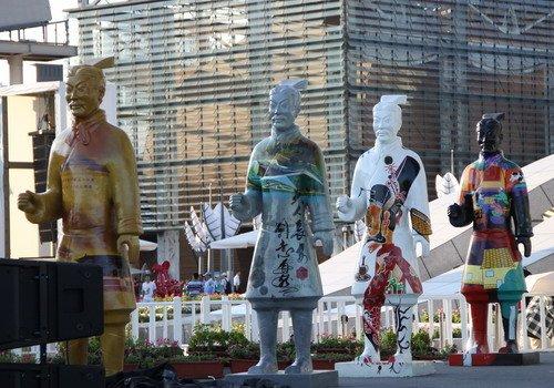 兵马俑穿上剪纸衣 西安借世博宣传世园会(图)