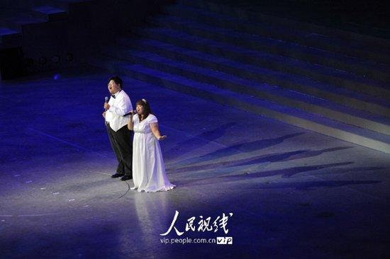 图文:上海世博会闭幕式 歌曲暖场表演