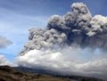 高清:冰岛火山再次喷发 腾起灰黑色蘑菇云