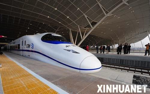 泰国总理亮相馆日 欲加快与中国合建高铁步伐
