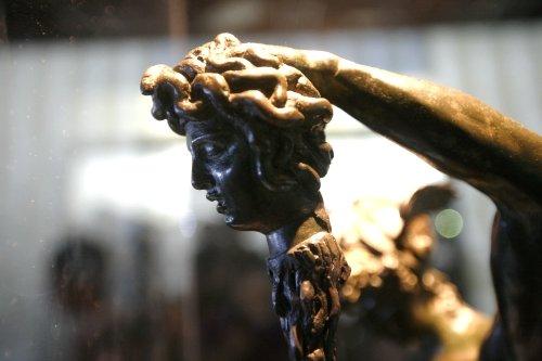 珀耳修斯手持蛇发女妖像 冒险神话鼓动人心