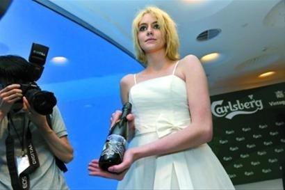 全球最贵啤酒亮相丹麦馆 每瓶约2300元人民币
