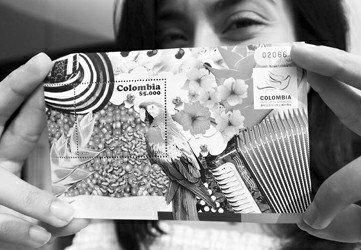 哥伦比亚馆发行纪念邮票 展美洲特产金刚鹦鹉