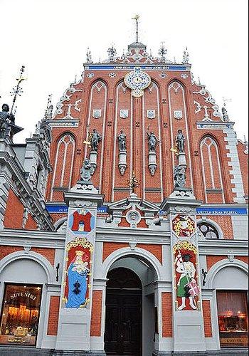 """拉脱维亚共和国流光溢彩的""""黑头屋"""""""