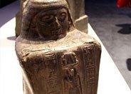 法老阿门迈苏砖雕像