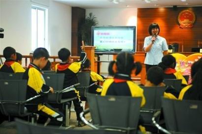 课堂搬进世博法庭 寓教于乐师生共同庆六一