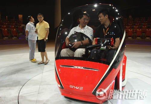 展馆直通车驶向浦西 网友乘概念车获两款车模