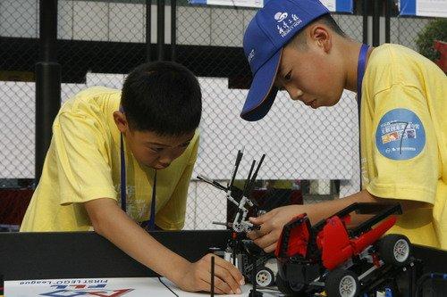 戴尔举办农民工子弟机器人挑战赛