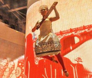 河北威亚表演受瞩目 高空秀飞天茶文化