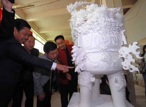 陶瓷巨鼎与600公斤寿山石雕坐镇福建馆