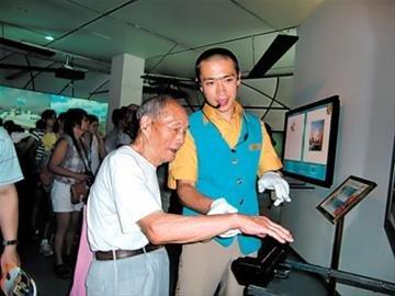 97岁老人观博7次:秋天再去看遍展馆集满章