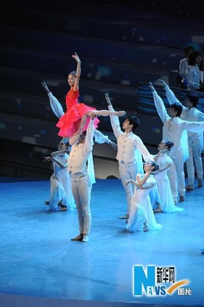 图文:著名芭蕾舞演员谭元元在开幕式领舞