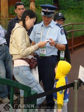 新西兰籍华人警察服务世博 赞叹祖国变化大