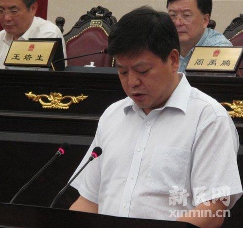 黄融_图为市建交委主任黄融做报告. 新民网记者李欣 会议现场回传