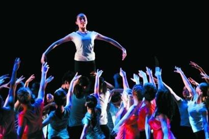 安德鲁王子出席英国馆日 中英合作芭蕾首演