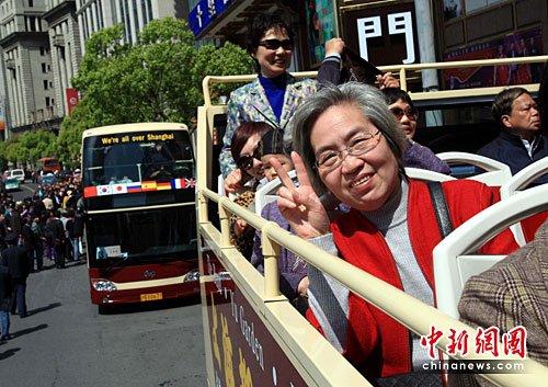 英国双层大巴加入上海世博游 环游黄金景点