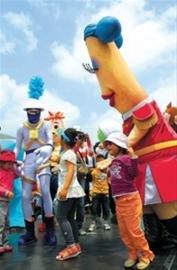 六一世博园成孩子们的乐园 泡泡秀表演最热闹