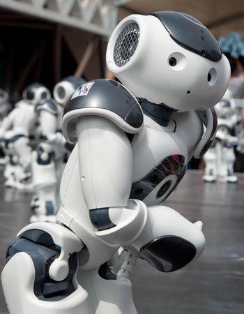 法国馆日奏响夏至音乐 20个机器人跳集体舞