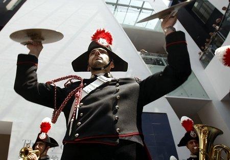 意大利迎世博国家馆日 中世纪旗舞表演亮相