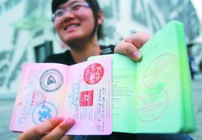 """黄牛盯上世博护照 网店提供""""代敲章服务"""""""