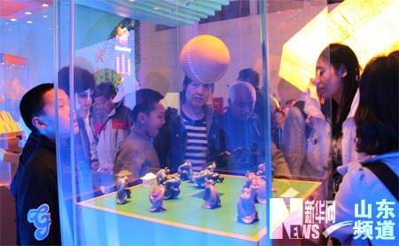 蹴鞠互动展项吸引了大批观众。