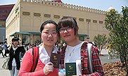 世博护照抢手常被卖断货,游客喜欢先敲章后游馆