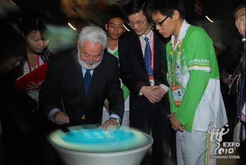 国际展览局秘书长参观公众参与馆 赞精彩瞬间