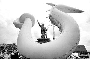 世博浦西园区上演西班牙街头剧《精灵与龙》