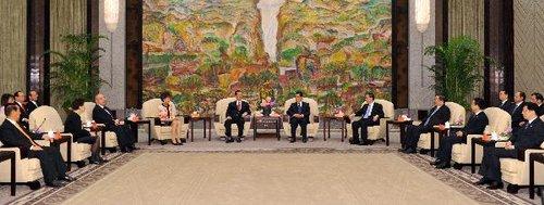 胡锦涛会见出席上海世博会开幕式的台湾各界人士