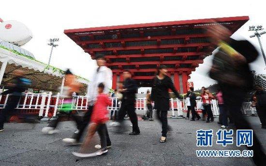 上海世博显高度吸引力 参观人数提前超7000万