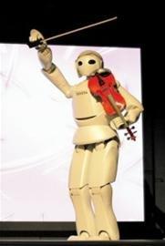 日本馆展万能相机 摘拍机器人演奏《茉莉花》