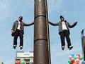 高清:智利魔术师表演高空悬浮200分钟