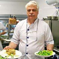 希腊大厨亲手演绎如何做皮塔卷慕莎卡