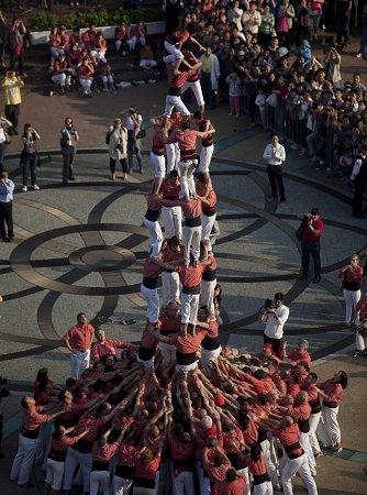西班牙人搭起7层人塔 本周世博园天天叠人塔