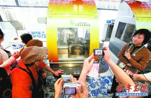 机器人炒菜地板能发电 世博展馆展示未来家居